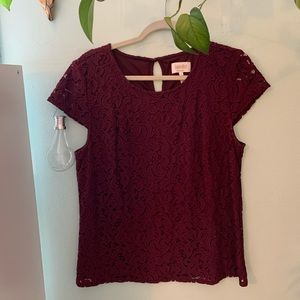 Laundry short sleeved lace burgundy top Large